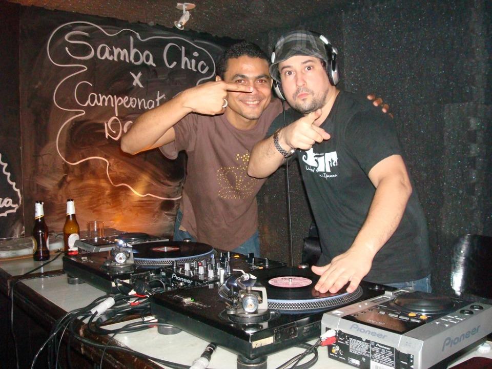 Os djs Franklin e Marcelinho da Lua em 2009, no Espelunca Chic. Foto: Eloína Reis