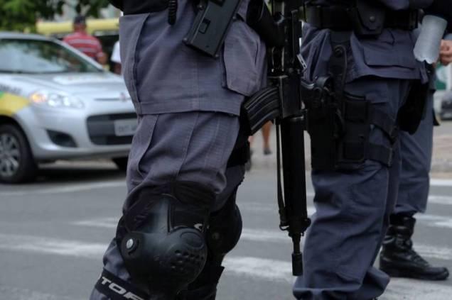 Fotografia de Adnon Soares foi amplamente repercutida em redes sociais denunciando o exagero do aparato policial para conter manifestações de estudantes contra o aumento das passagens de ônibus em São Luís