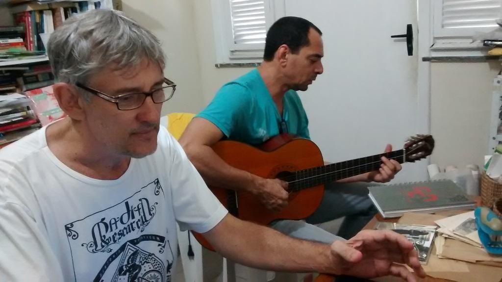 Os parceiros no misto de ensaio e entrevista. Foto: Zema Ribeiro