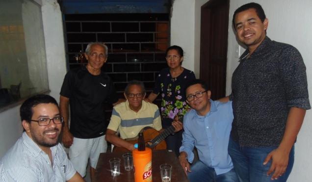 Os chororrepórteres com Léo, Hermelino e sua esposa. Foto: Rivanio Almeida Santos