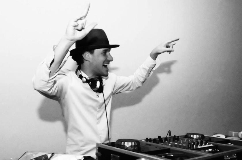 O plural Tatá Aeroplano: cantor, compositor, instrumentista, DJ, produtor... Foto: Divulgação