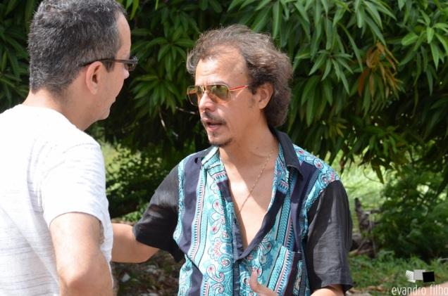 Francisco Colombo (E) dirige Beto Ehongue durante a filmagem de seu novo curta-metragem. Foto: Evandro Filho