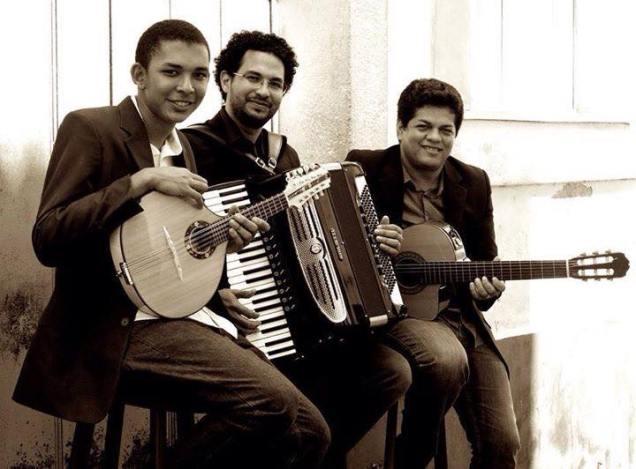 Robertinho Chinês (cavaquinho e bandolim), Rui Mário (sanfona) e Israel Dantas (violão), o Trítono Trio. Foto: divulgação
