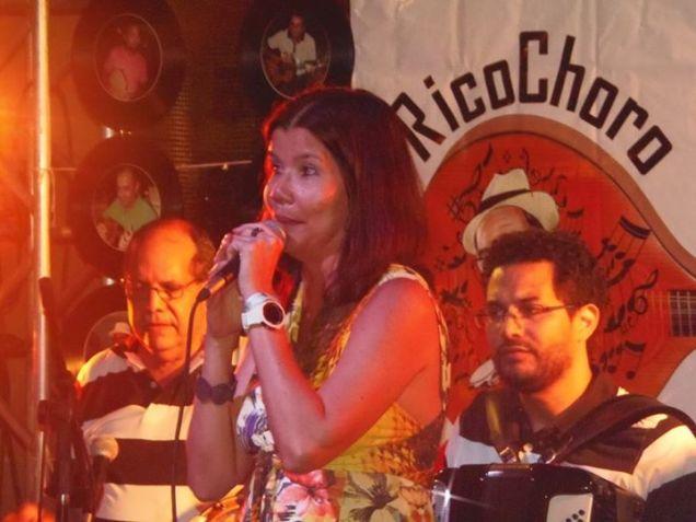 A cantora Anna Cláudia durante canja em edição do projeto RicoChoro ComVida. Foto: Rivanio Almeida Santos