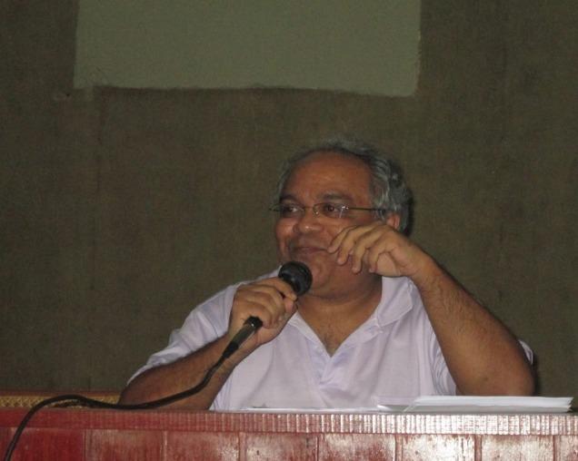 """O professor Flávio Soares durante o encontro """"Pensando na fronteira: leituras cruzadas de Ribamar Caldeira"""". Foto: ZR (17/6/2013)"""