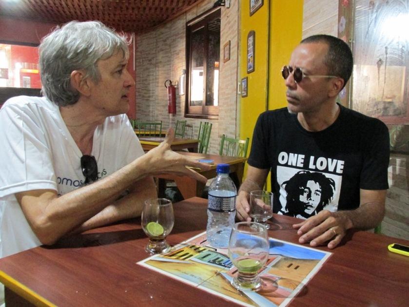 Os poetas Celso Borges e Fernando Abreu durante entrevista no Cafofo da Tia Dica. Foto: ZR (29/4/2016)