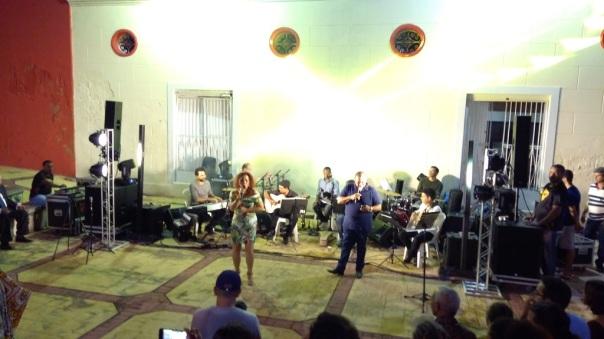 Fim de festa: Lena Machado e Edilson Gusmão, juntos, interpretam Banho cheiroso. Foto: Zema Ribeiro