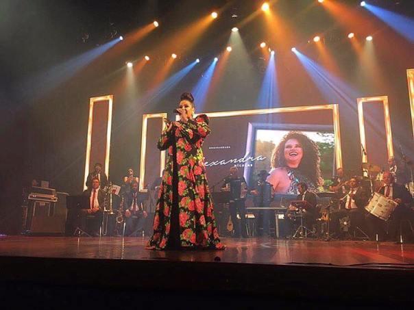 Alexandra Nicolas se apresenta durante o Troféu Gonzagão. Foto: divulgação