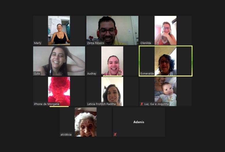 Familiares e amigos/as presentes ao parabéns virtual. Captura de tela. Reprodução
