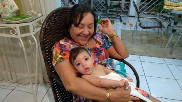 Socorro Mota com José Antonio no colo em janeiro de 2017. Foto: Zema Ribeiro